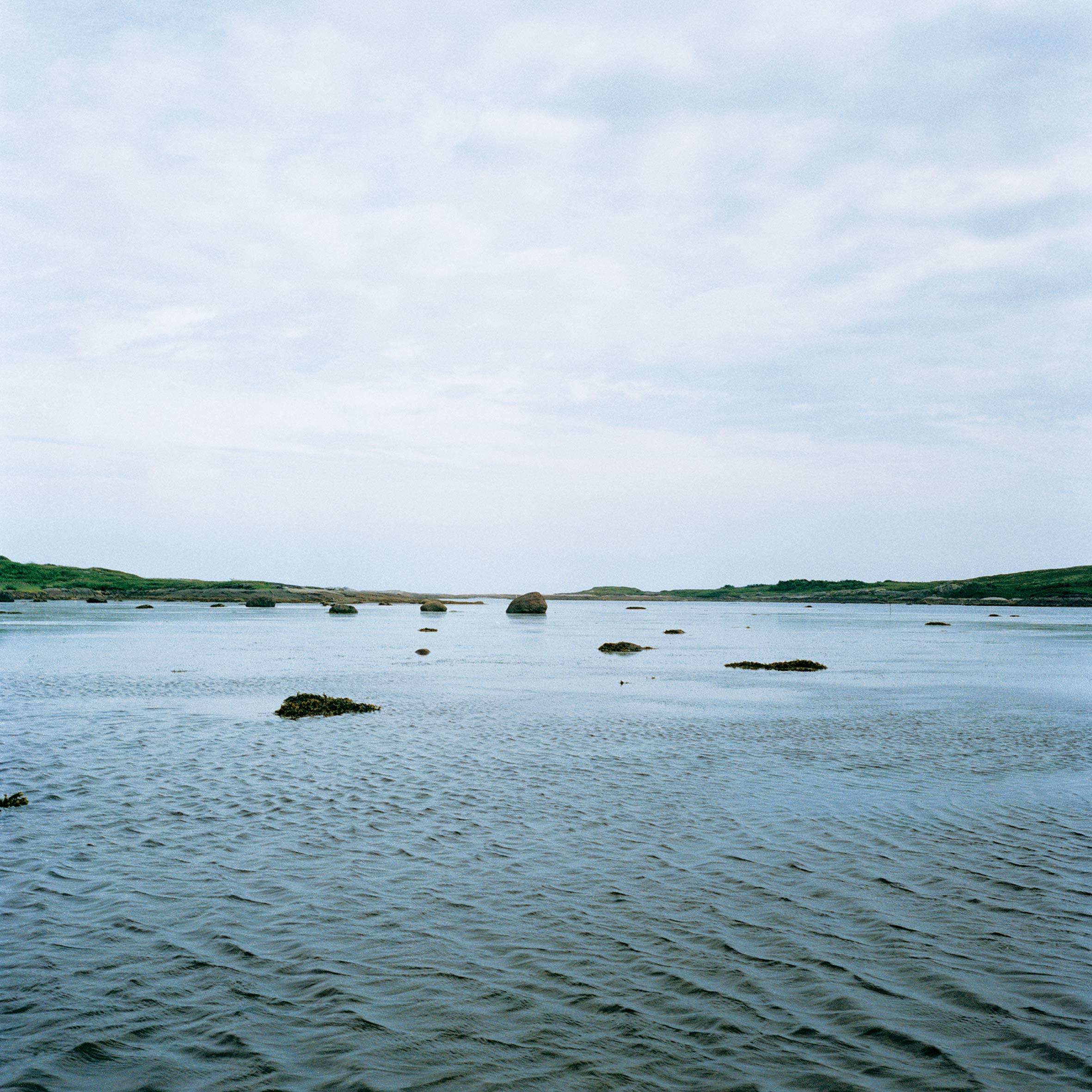marcher créer, périple autobiographique, territoire du Labrador au Québec, lac, fleuve, pierre et eau, paysage désertique et paysage de la campagne