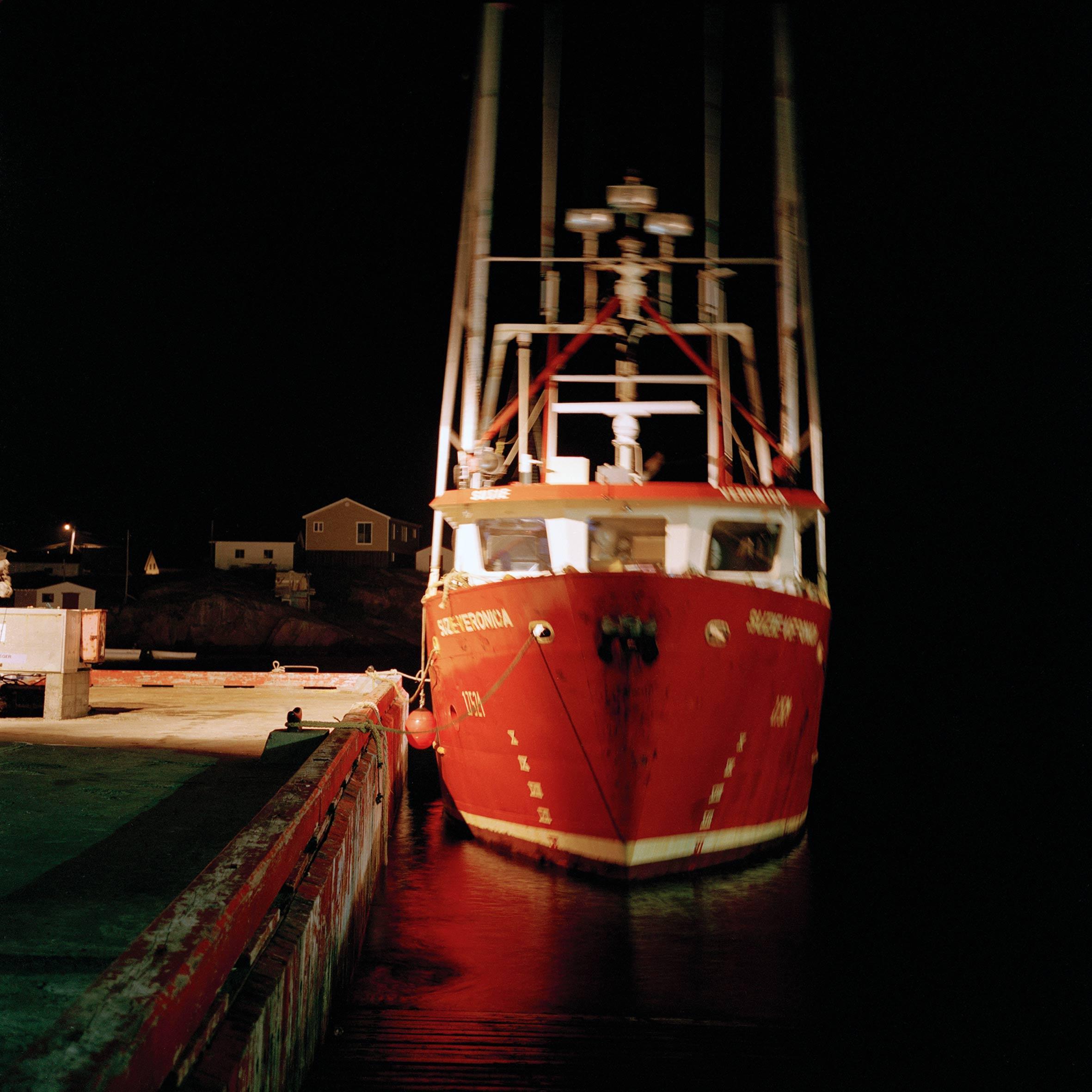 marcher créer, périple autobiographique, territoire du Labrador au Québec, paysage, bateau, port, paysage de nuit