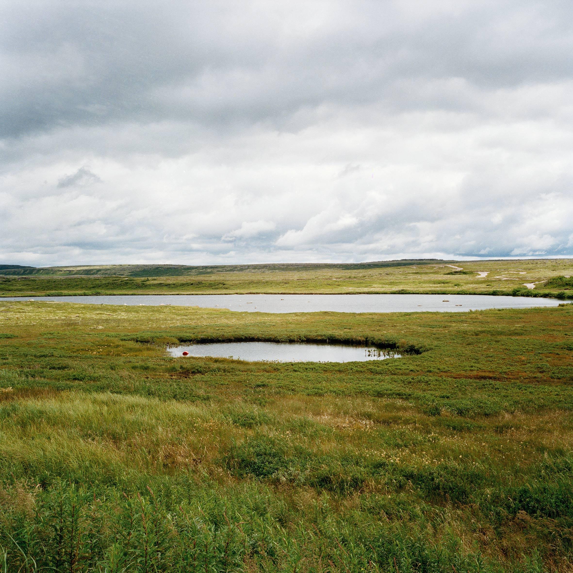 marcher créer, périple autobiographique, territoire du Labrador au Québec, paysage, paysage désertique, lac, ciel