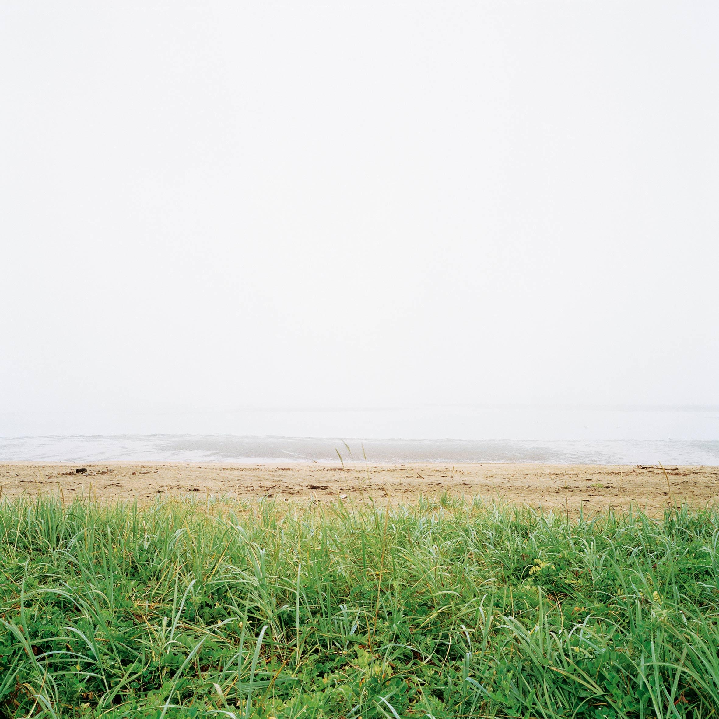 marcher créer, périple autobiographique, territoire du Labrador au Québec, paysage, paysage de campagne, herbe, mer, fleuve, eau