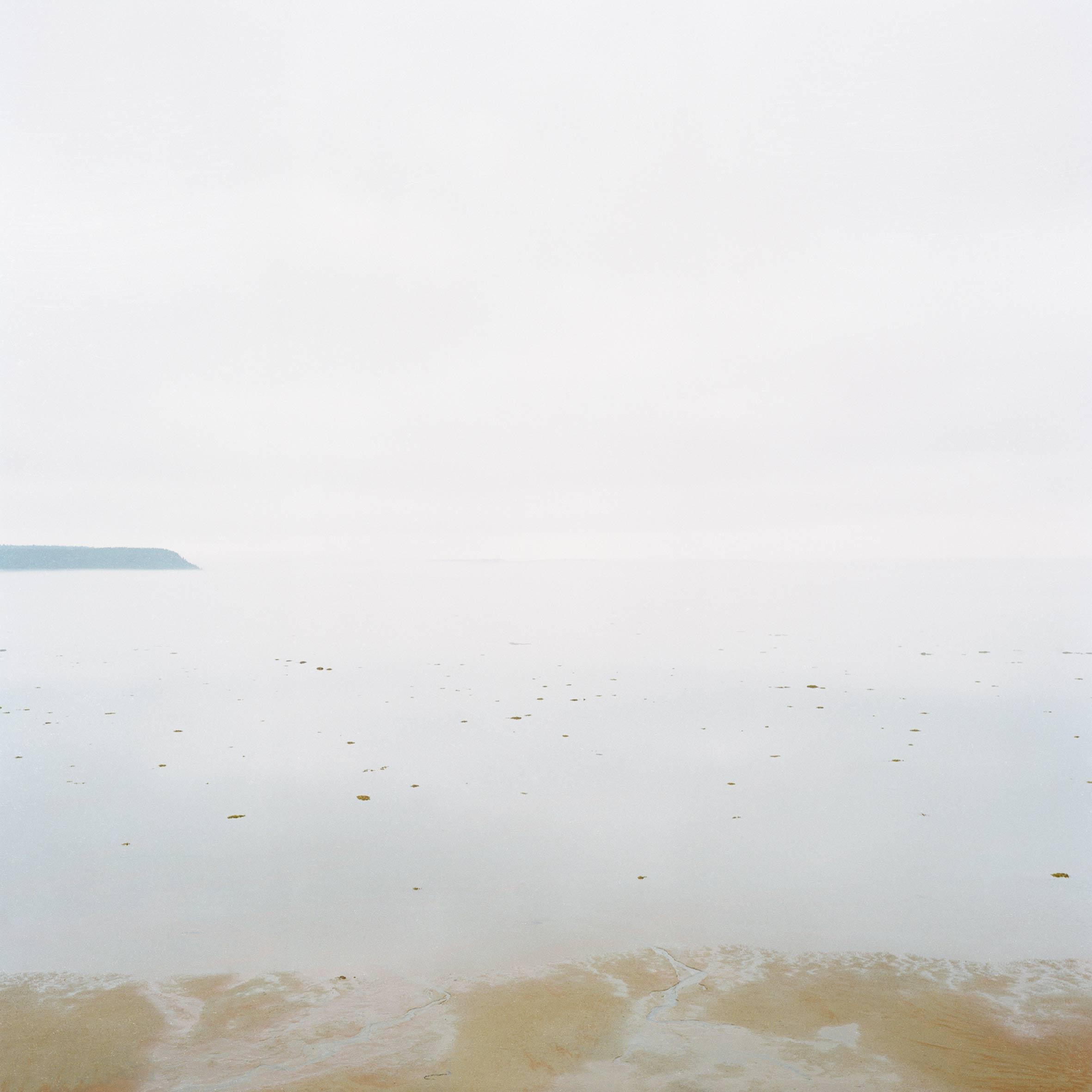 marcher créer, périple autobiographique, territoire du Labrador au Québec, paysage, paysage désertique, paysage aquatique, paysage de campagne, herbe, mer, fleuve, eau