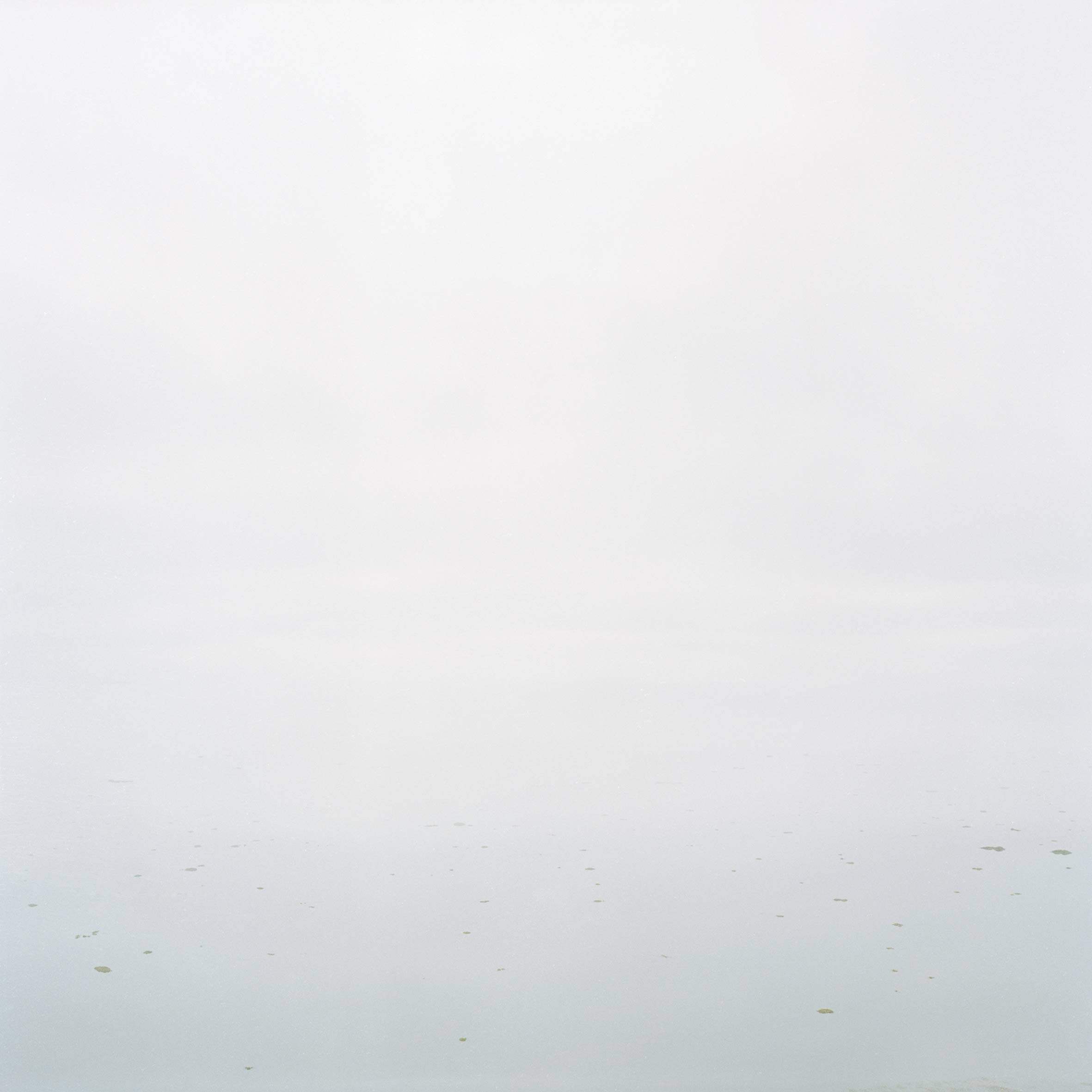 marcher créer, périple autobiographique, territoire du Labrador au Québec, paysage, paysage désertique, paysage aquatique, paysage de campagne, herbe, mer, fleuve, eau, ciel, brume